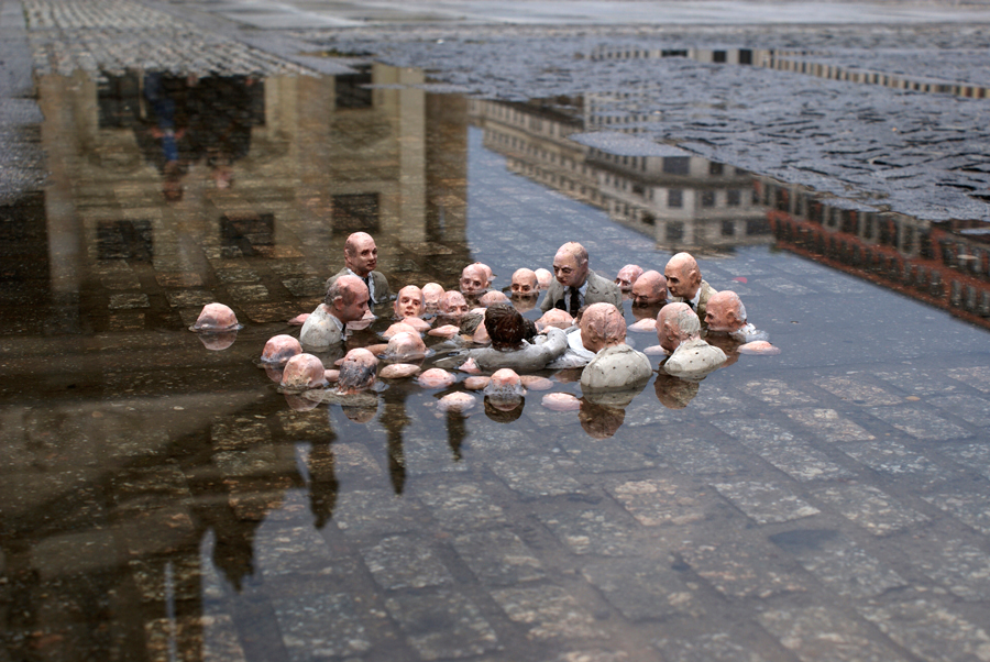Isaac Cordal, Follow the leaders, Berlin, 2011.